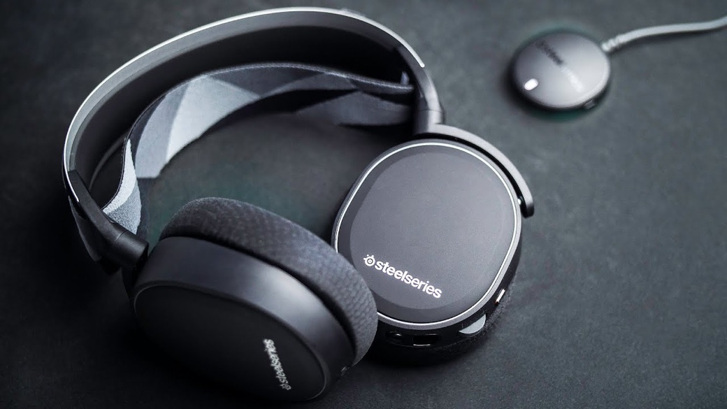 409ba31a0a5 Flashy gaming headsets seem to be the norm rather than the exception. So if  you're a fan of the sleek, minimalist look, the Arctis 7 from SteelSeries  is the ...